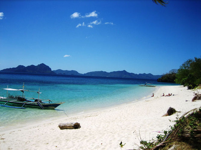seven-commando-beach